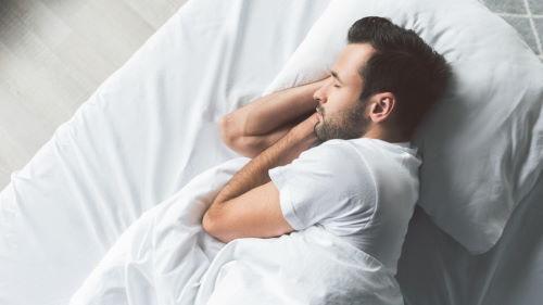 Как чистить подушку